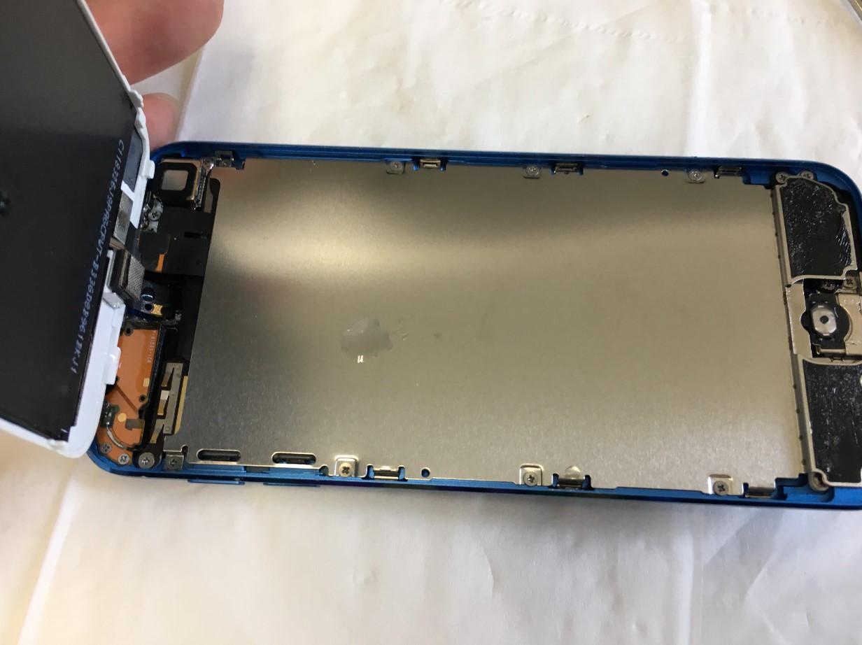水没させて本体内部に水が入っているiPod Touch 第6世代