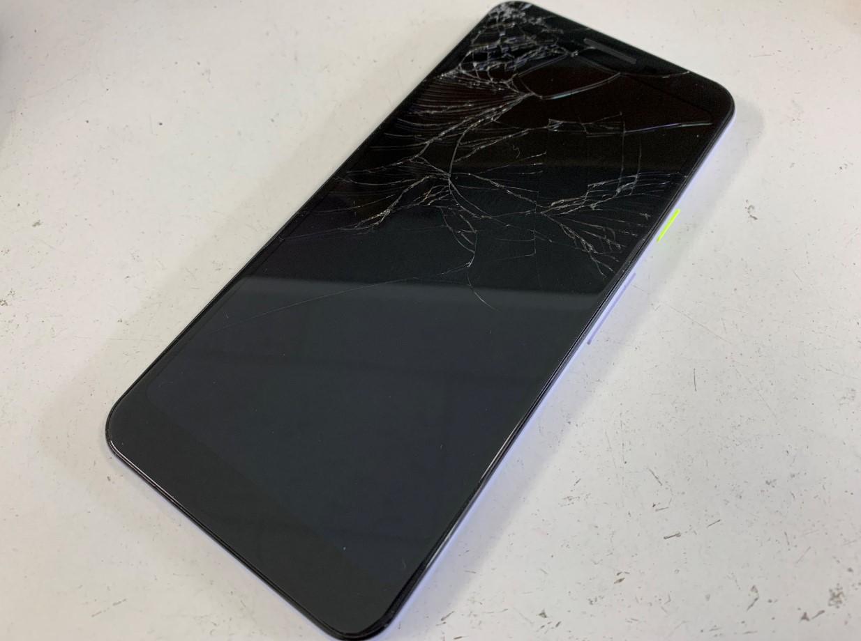 表面ガラスが割れたPixel3a