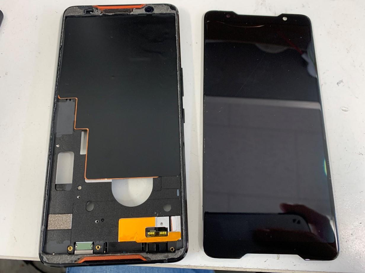 本体フレームから画面を剥がしたASUS ROG Phone(ZS600KL)