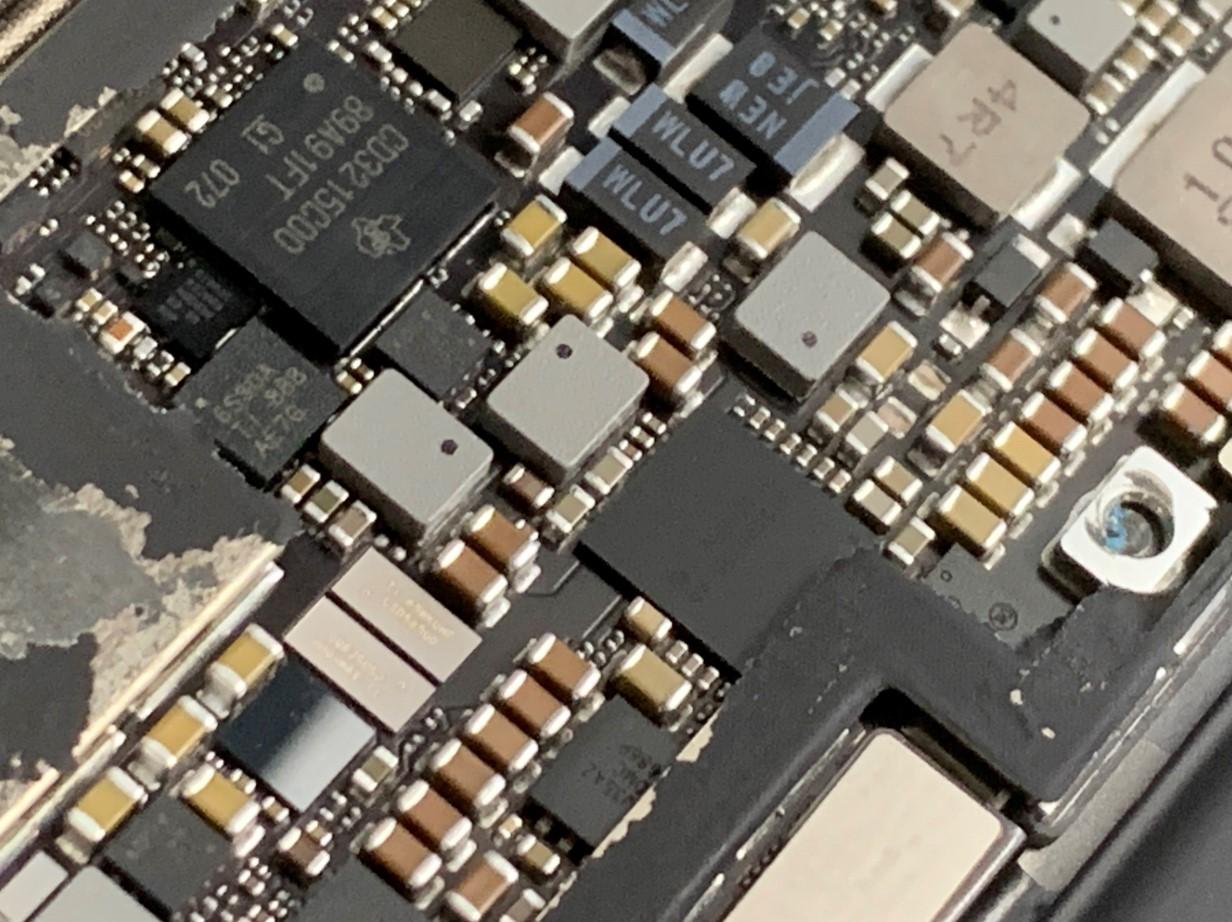 基板修理中のiPadPro 12.9 第3世代