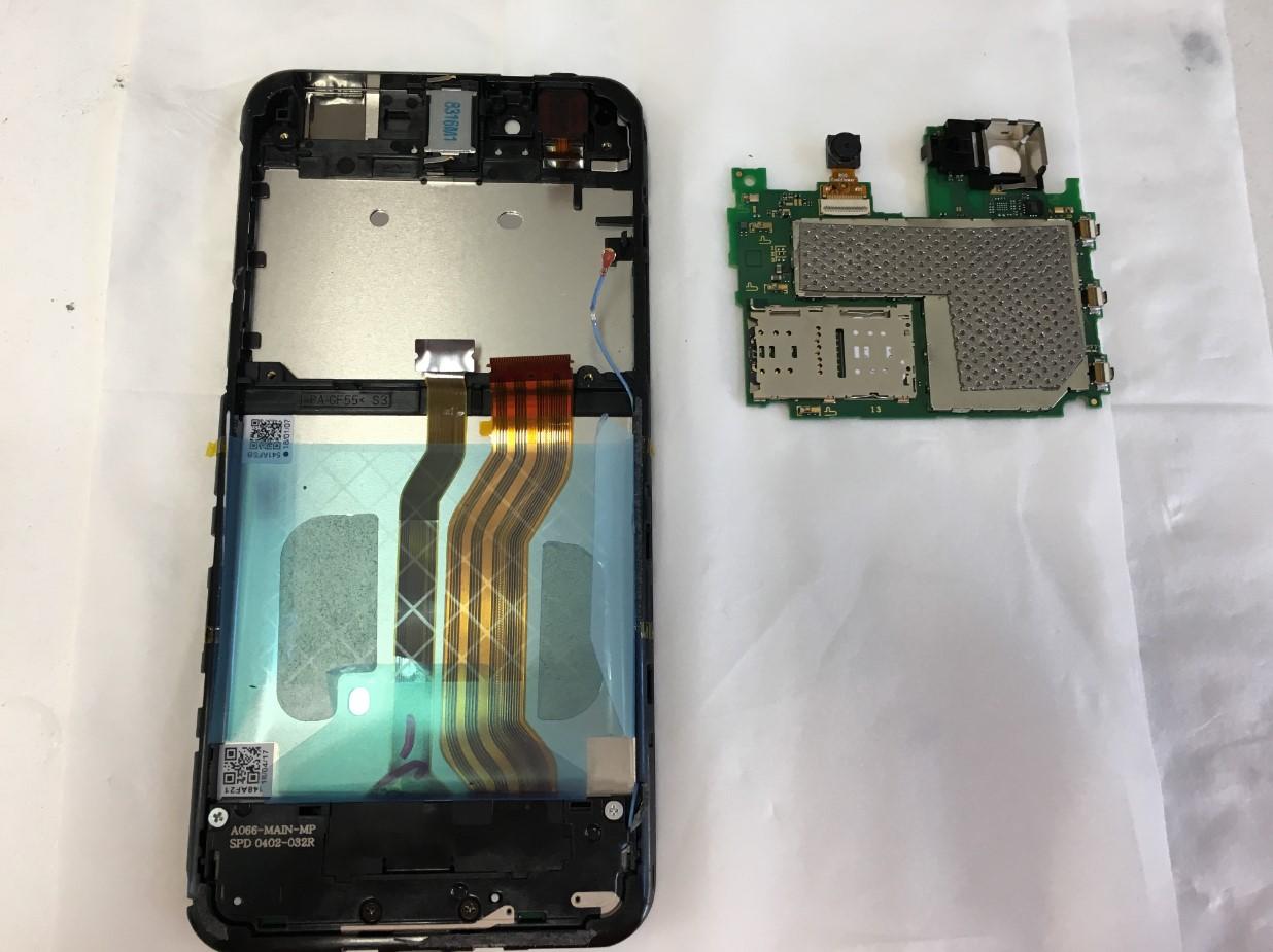 本体から基板を取り出したAndroid One S3