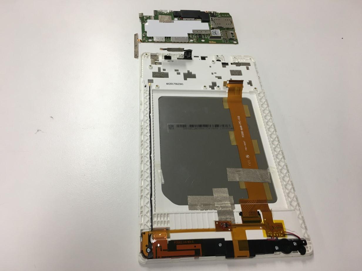 基板をバッテリーを取り出したLenovo Tab3