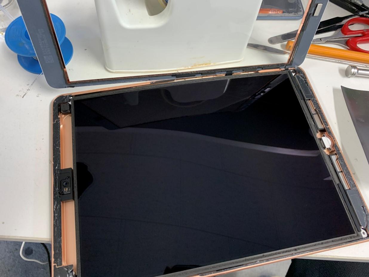 ガラスを完全に剥がしたiPad 第7世代