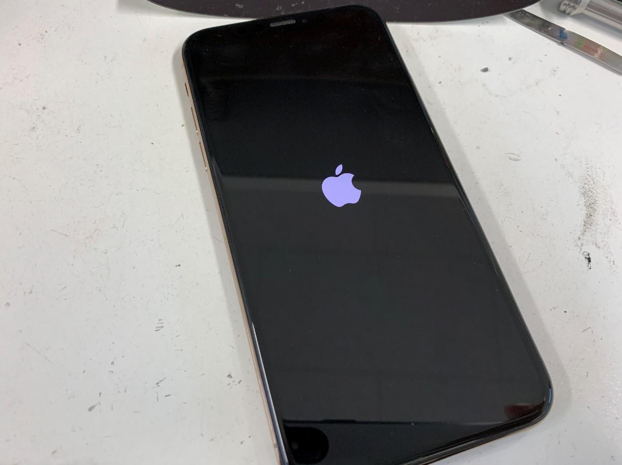 リンゴループして電源が入らないiPhone XS