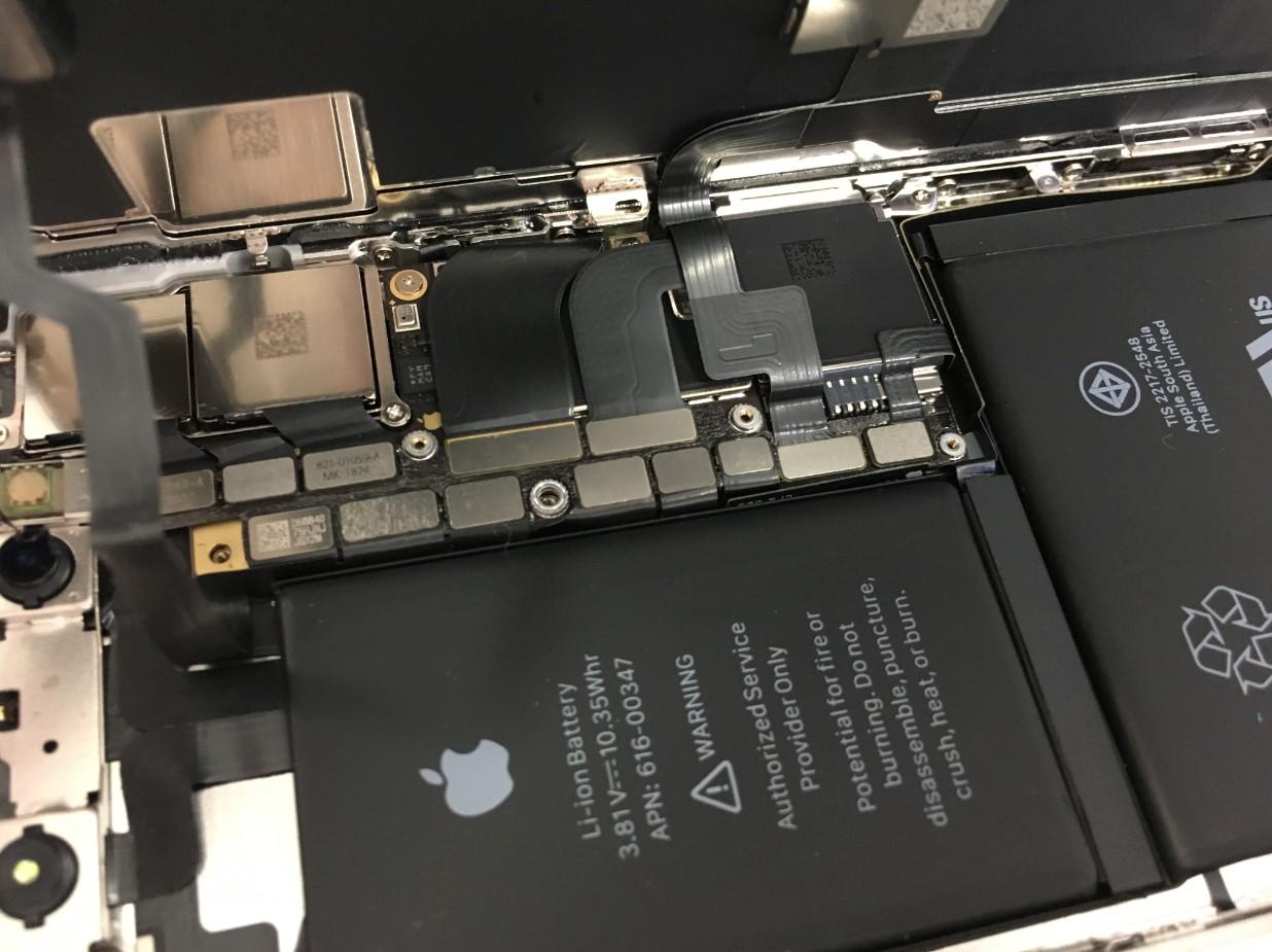 基板を覆った銀板を剥がしたiPhoneX