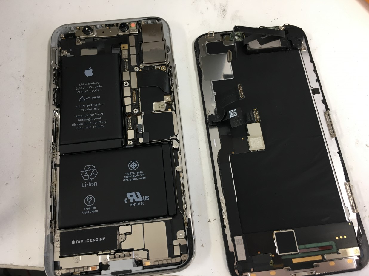 画面を本体から取り出したiPhoneX