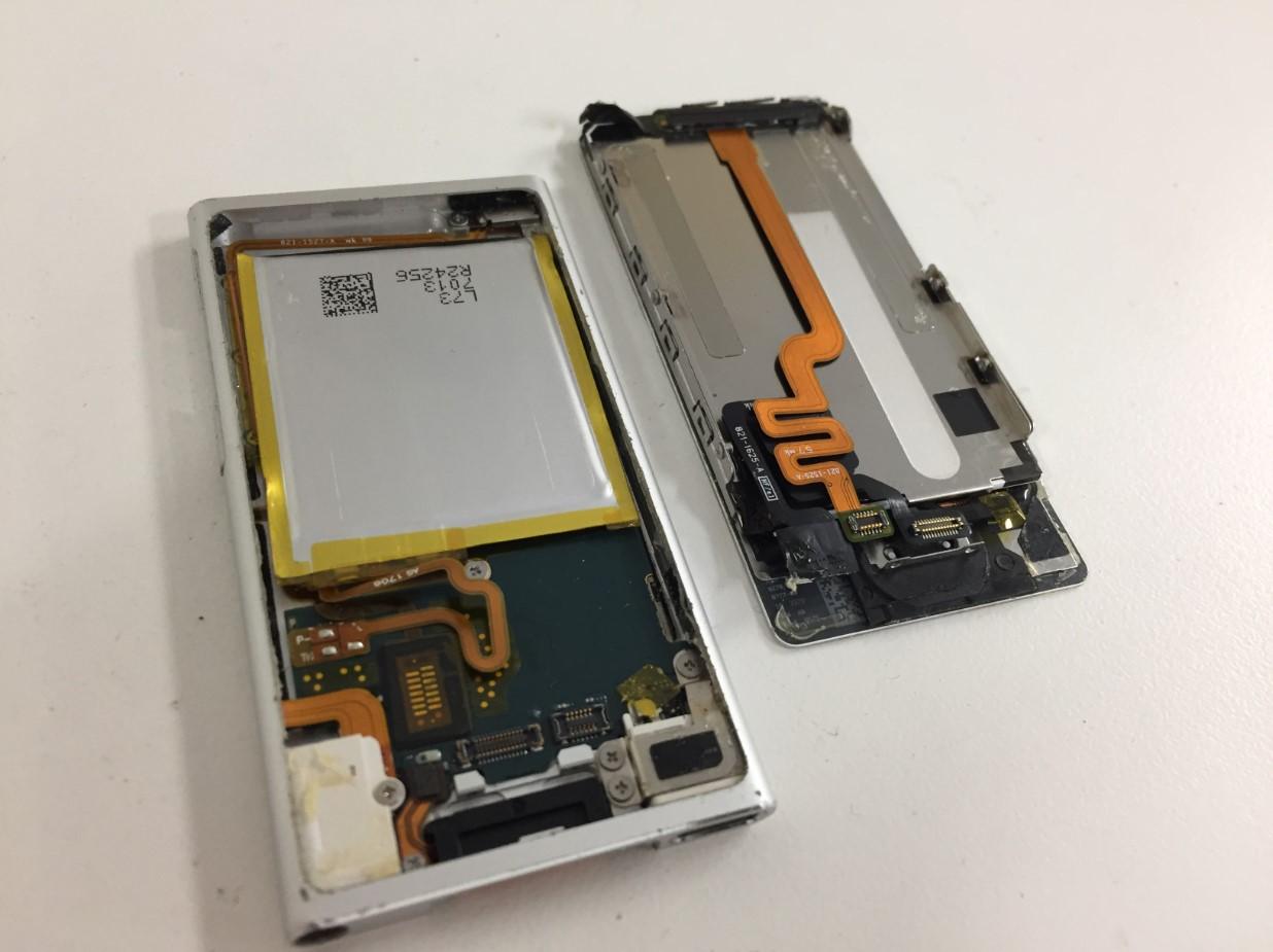 画面パーツを取り出したiPod nano 第7世代