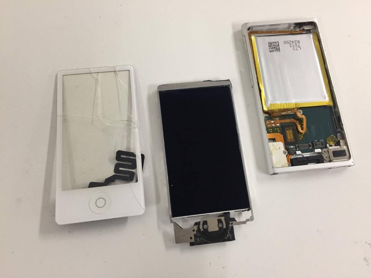 画面パーツをバラバラに分解したiPod nano 第7世代