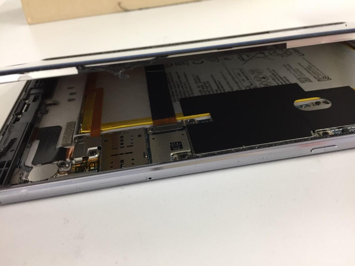 画面を持ち上げたMediaPad M3 lite(CTN-W09)