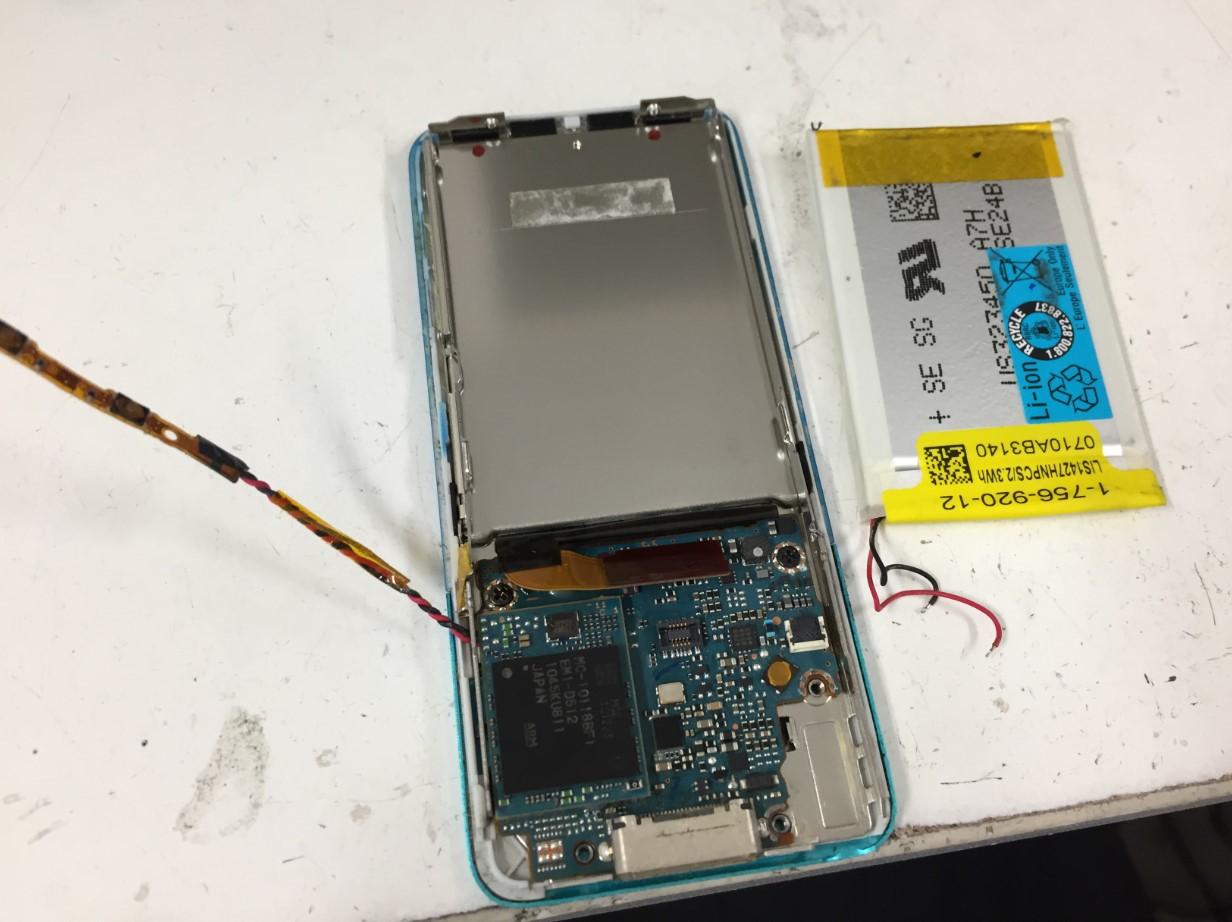 基板からバッテリーを外したWALKMAN NW-S756