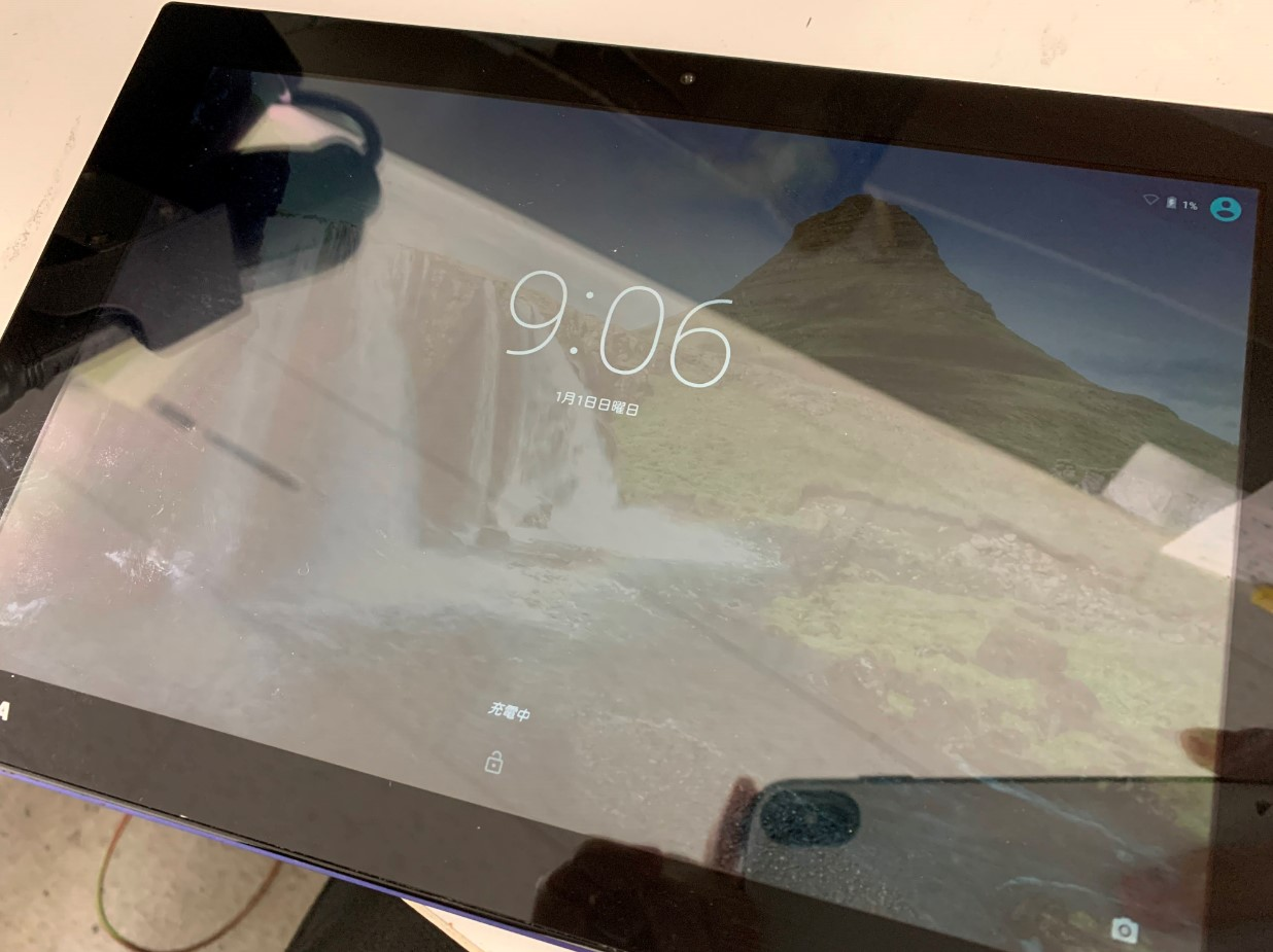 充電してホーム画面まで進むように改善したTOSHIBAタブレット(A205)