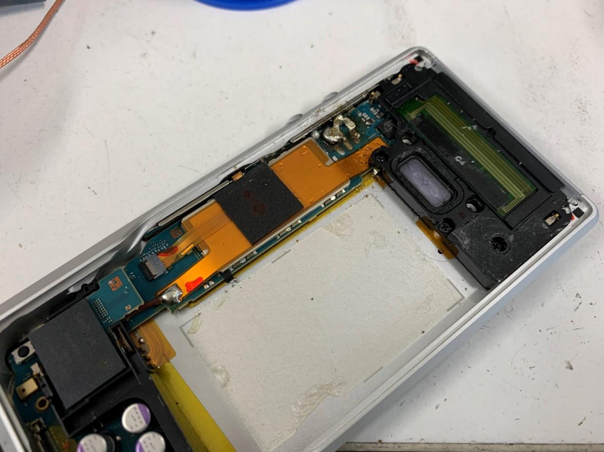 自己修理ではんだがつけられなくなったウォークマン NW-ZX1