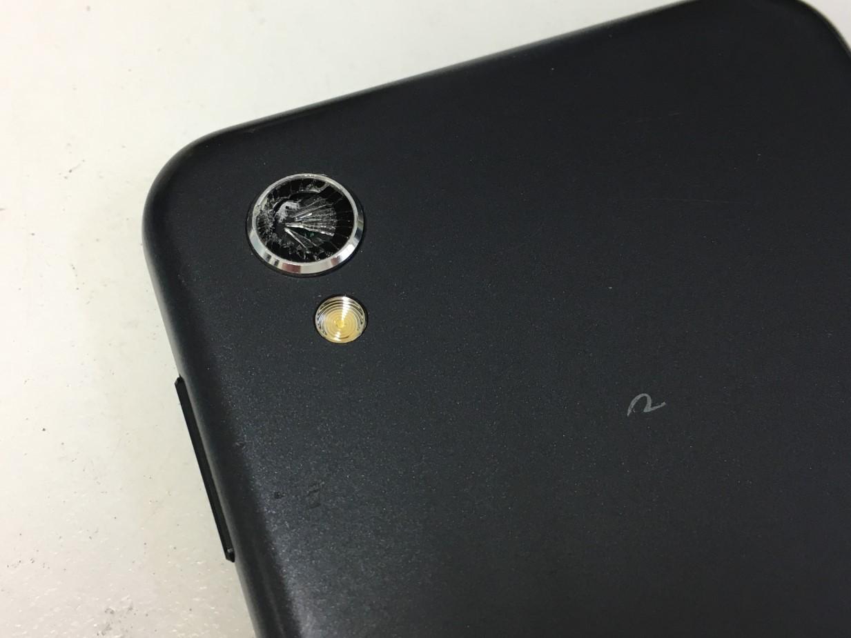 カメラレンズが割れたAQUOS PHONE(SH-M08)