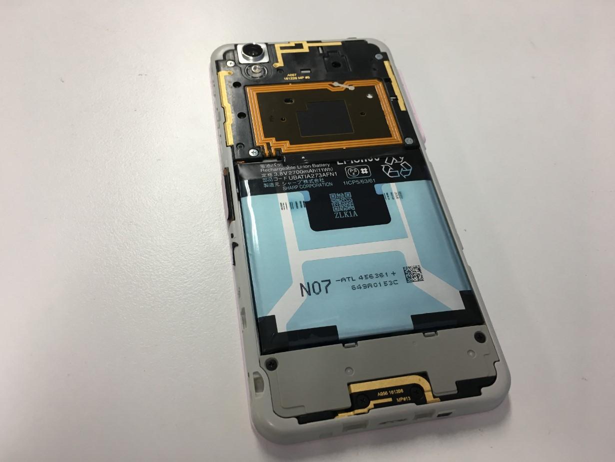 背面パネルを剥がしたMD-01J(Disney Mobile on docomo)