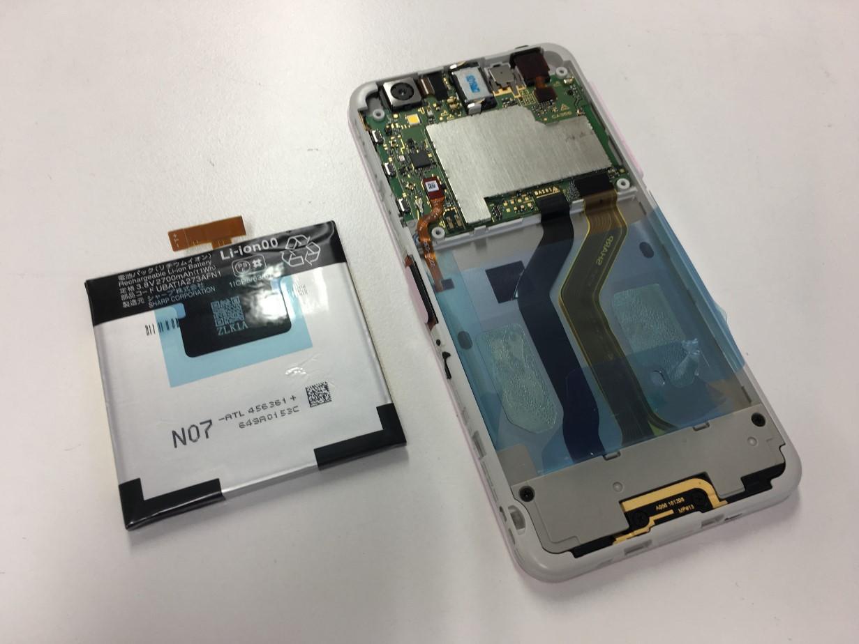 本体からバッテリーを取り出したMD-01J(Disney Mobile on docomo)