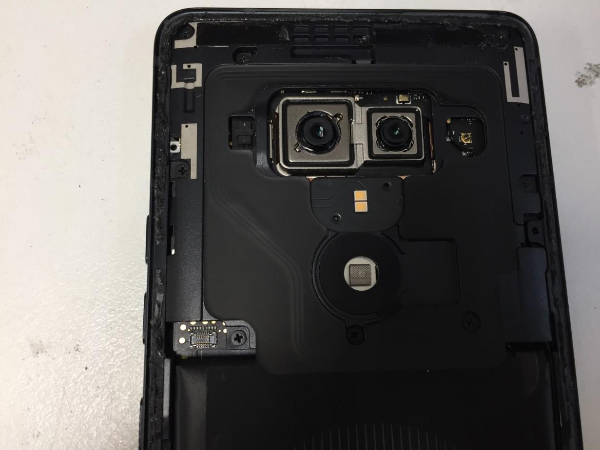 HTC U12+の本体上部