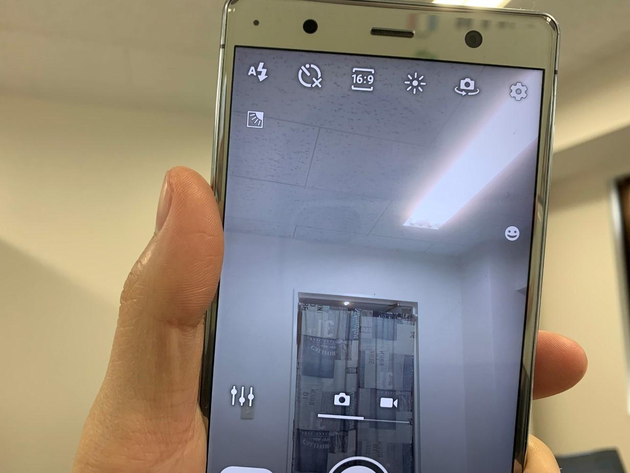 カメラが白くぼやけるXperia XZ2 Premium