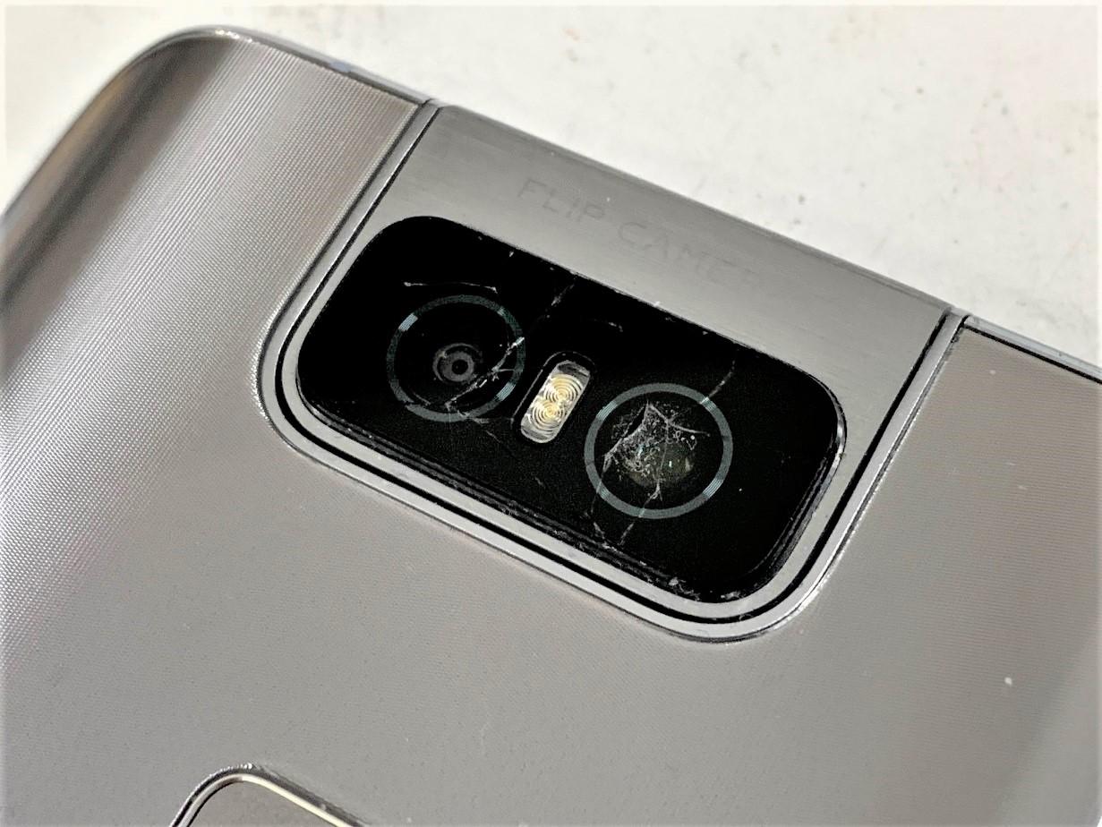 カメラレンズがひび割れているZenfone6(ZS630KL)