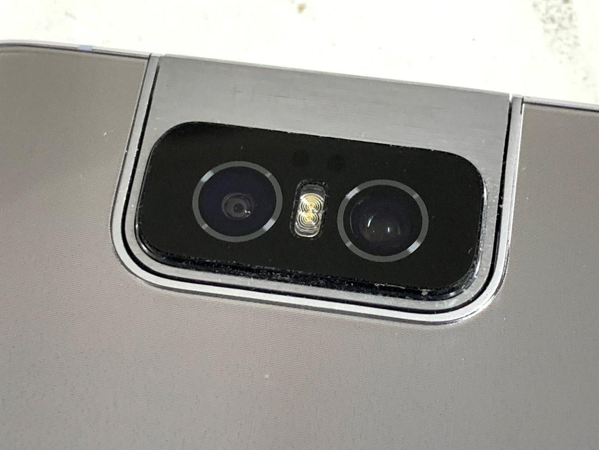カメラレンズを綺麗に貼りなおしたZenfone6(ZS630KL)