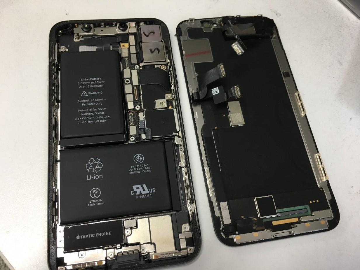 本体から画面を取り出したiPhoneX