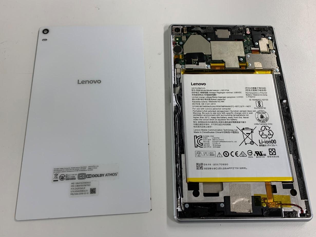 本体から背面パネルを剥がしたLenovo Tab4 8Plus