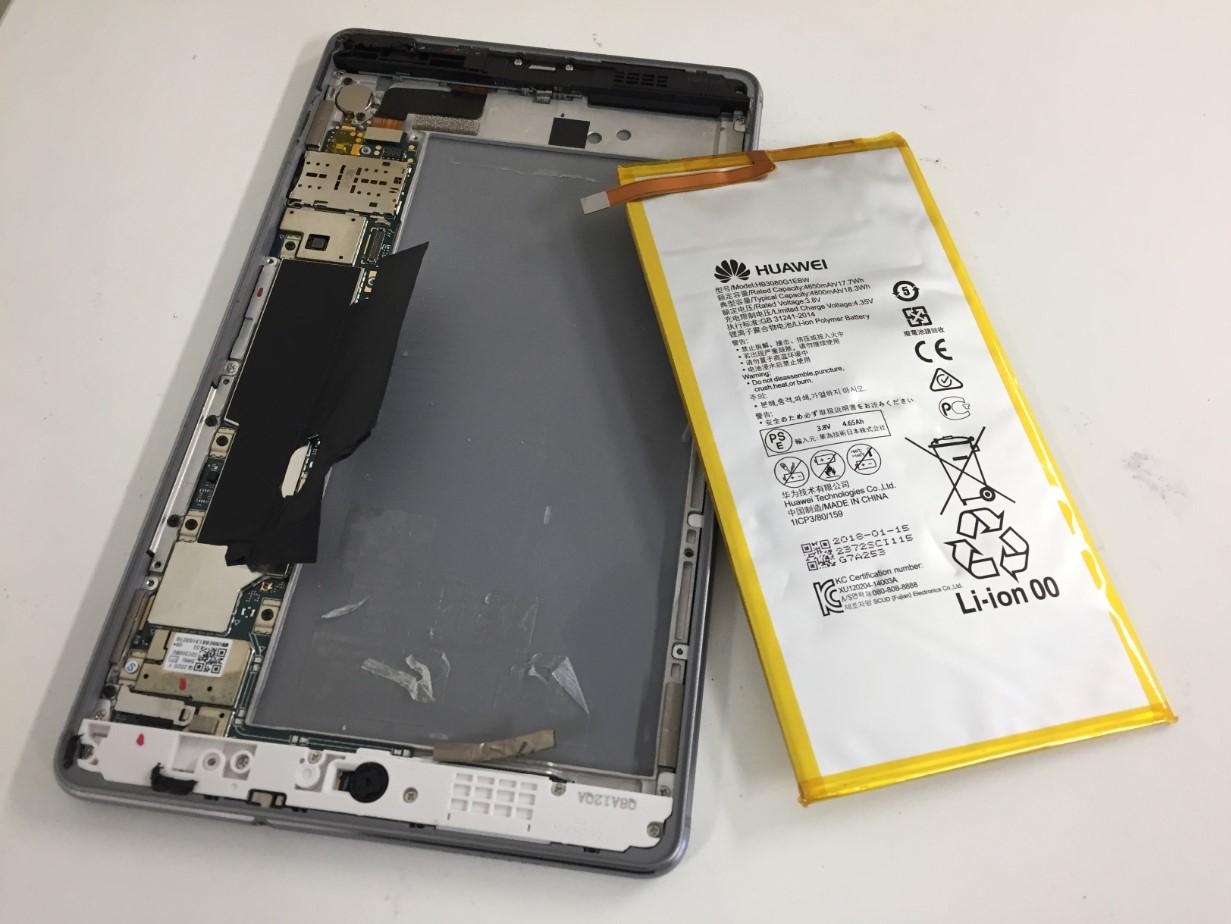本体からバッテリーを剥がしたMediaPad M3 lite 8(CPN-W09)