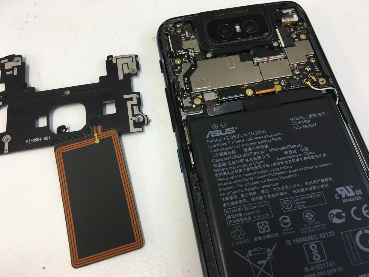 プラスチックパーツを剥がしたZenfone6(ZS630KL)