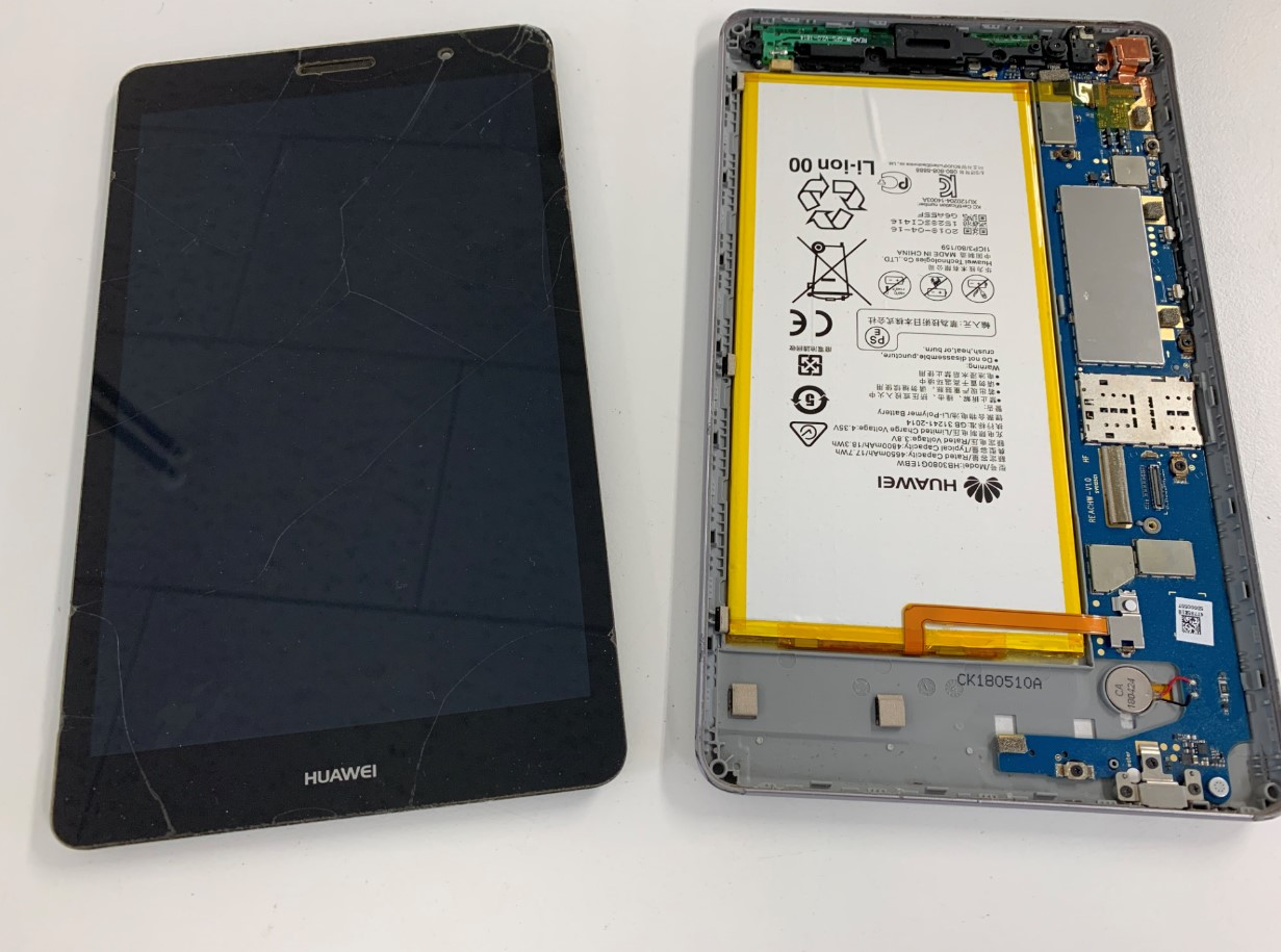 本体から画面を取り出したMediaPad T3(KOB-W09)