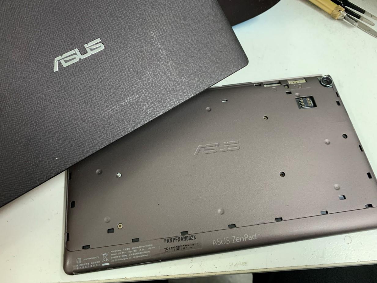 背面パネルを剥がしたZenPad 8.0(Z380M)