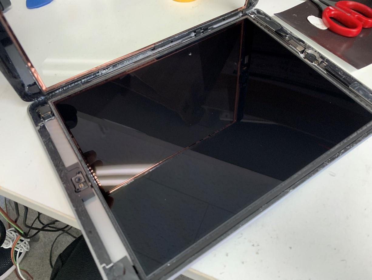 ガラスを剥がしたiPad第5世代