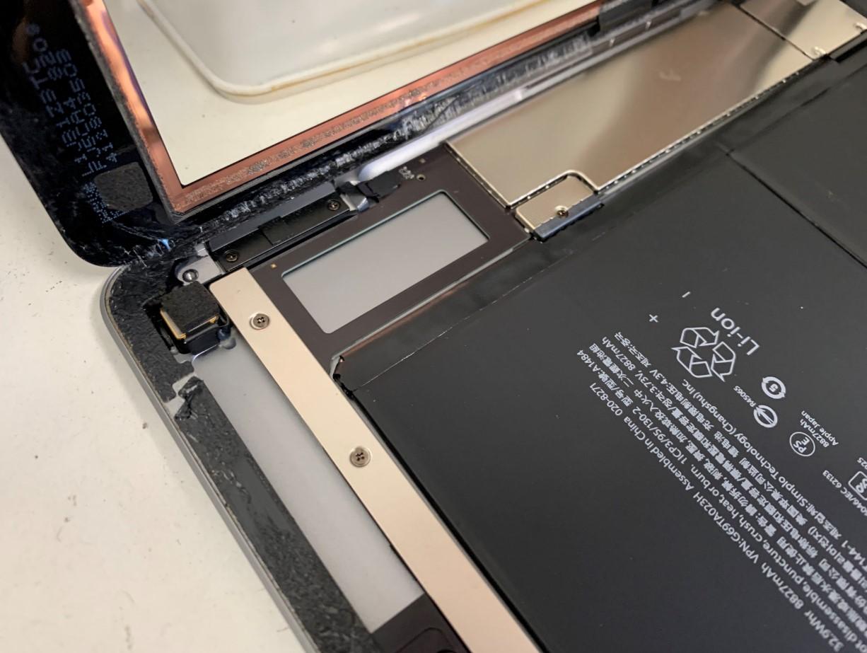 液晶画面を取り出したiPad第5世代