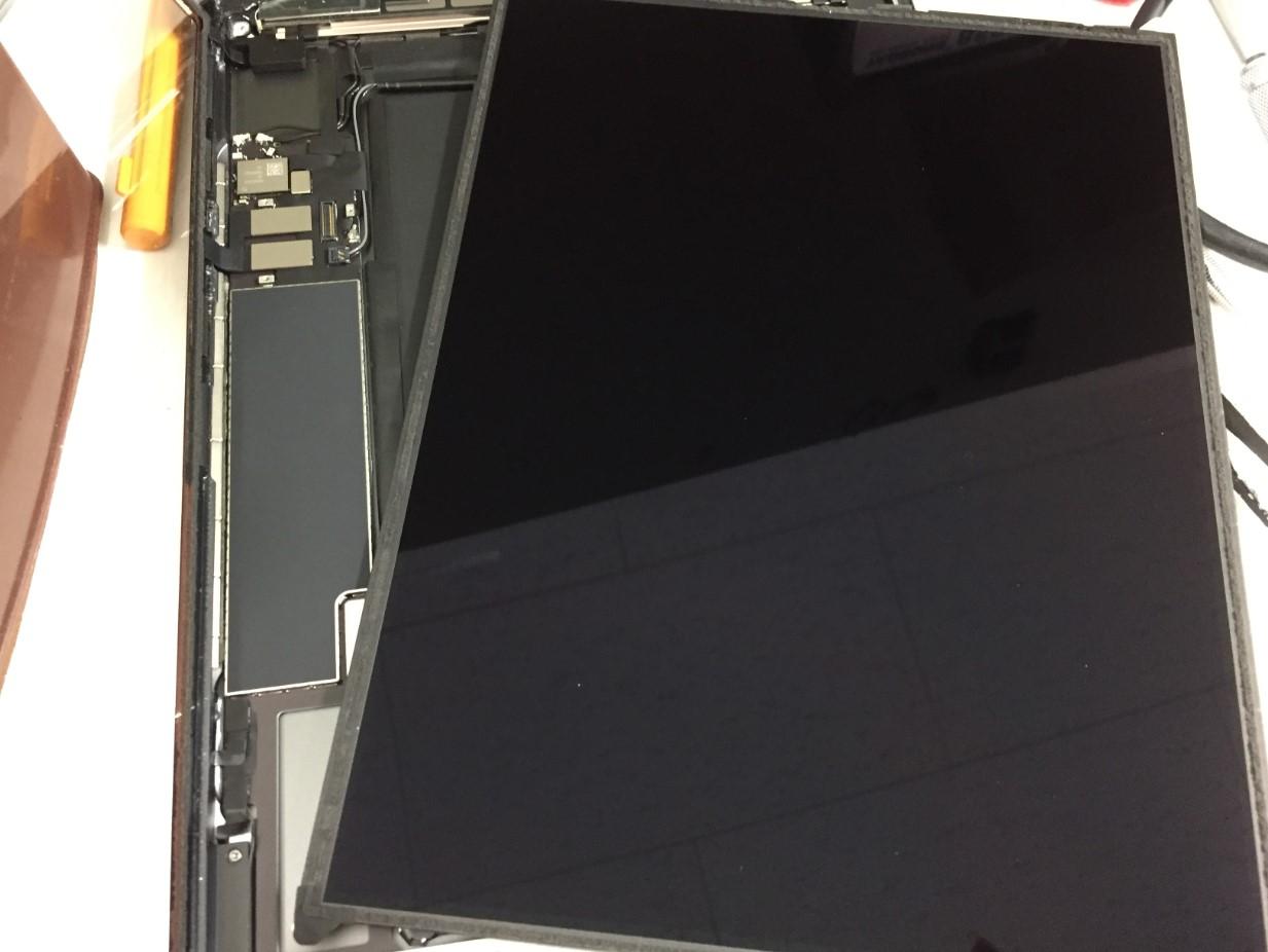 液晶を取り出したiPad第8世代