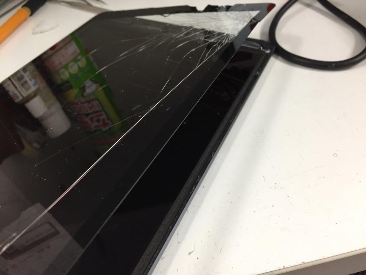 割れた画面を剥がしたiPad第8世代