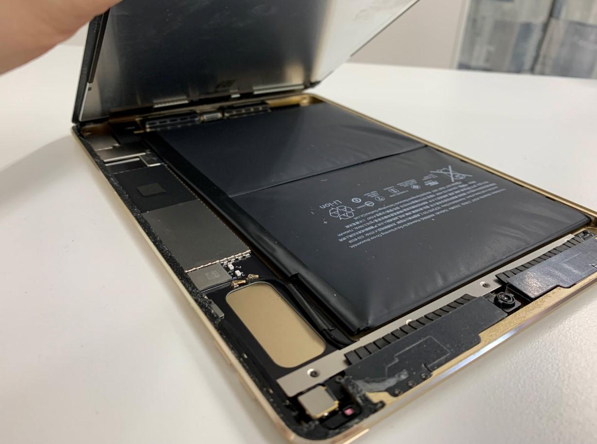 画面を剥がしたiPad air2