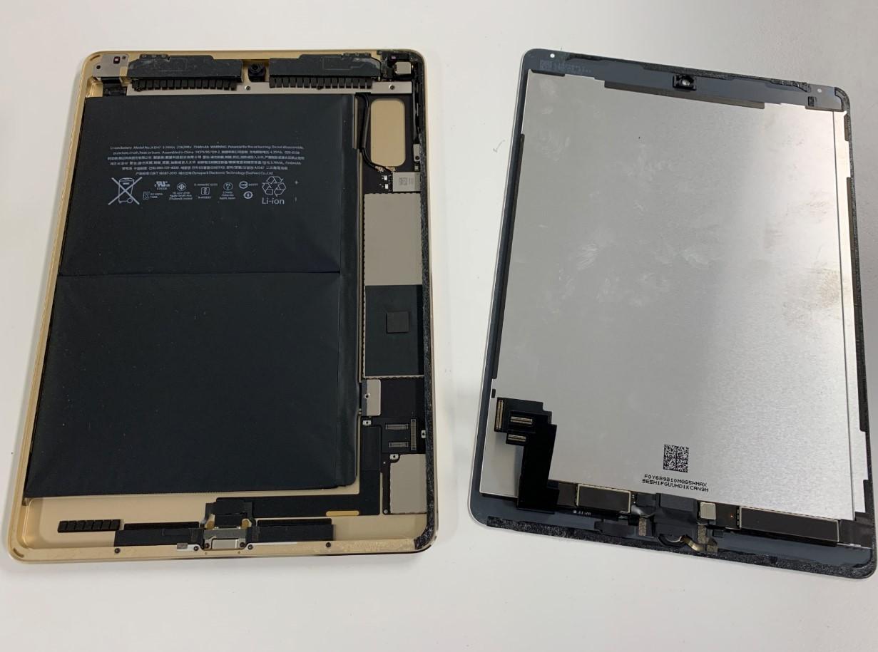 本体から画面を剥がしたiPad air2