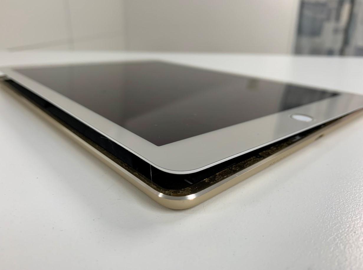 画面が浮くほどバッテリーが膨張したiPad air2