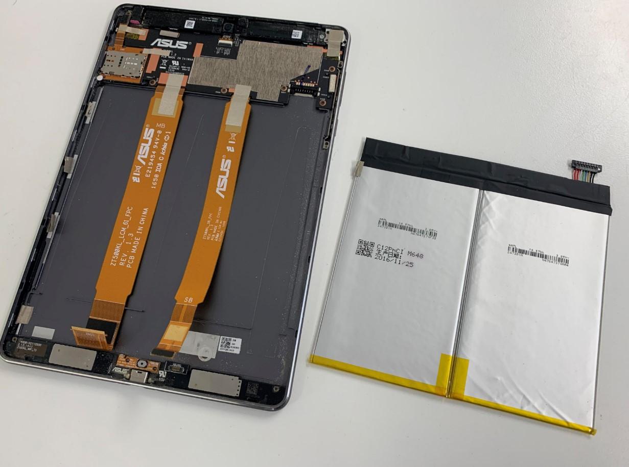 劣化したバッテリーを本体から取り出したZenPad 3S 10(Z500KL)