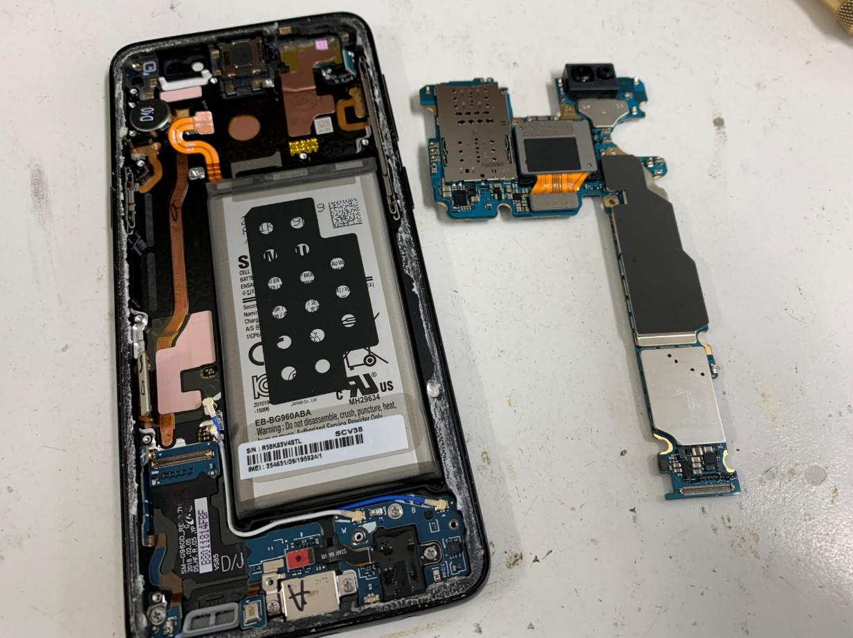 基板を取り出したGalaxy S9