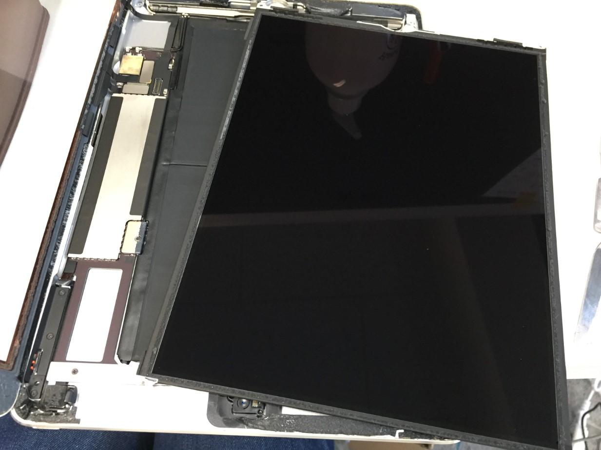 液晶画面を剥がしたiPad Air