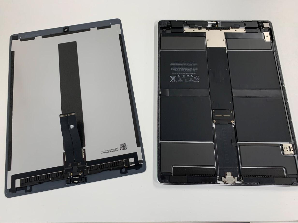 本体から画面パーツを取り外したiPadPro12.9 第2世代