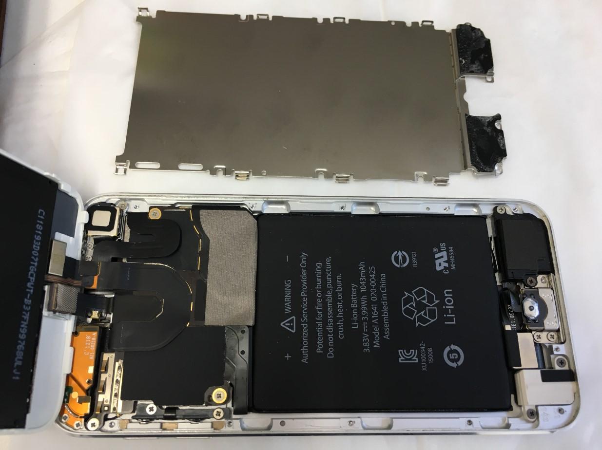 本体内部の銀板を剥がしたiPod touch6