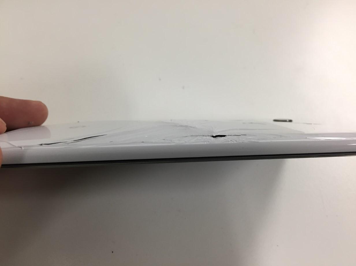 バッテリー膨張して背面パネルが割れたPixel3