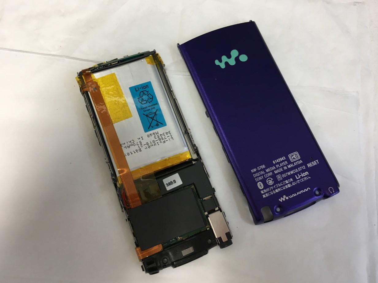 背面パネルを剥がしたNW-S766