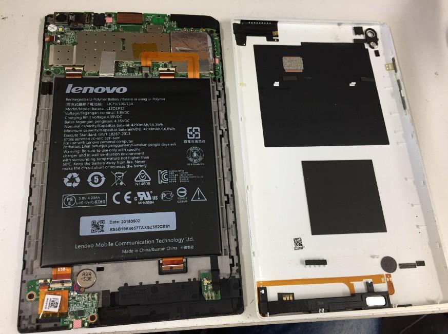 背面パネルを剥がしたNECタブレット(PC-TS708T1W)