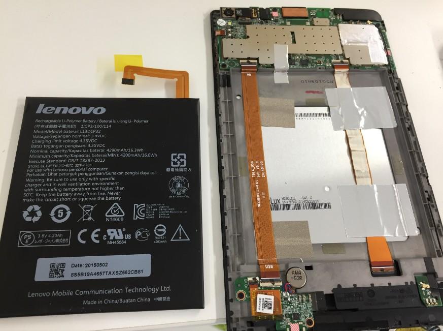 本体からバッテリーを取り出したNECタブレット(PC-TS708T1W)