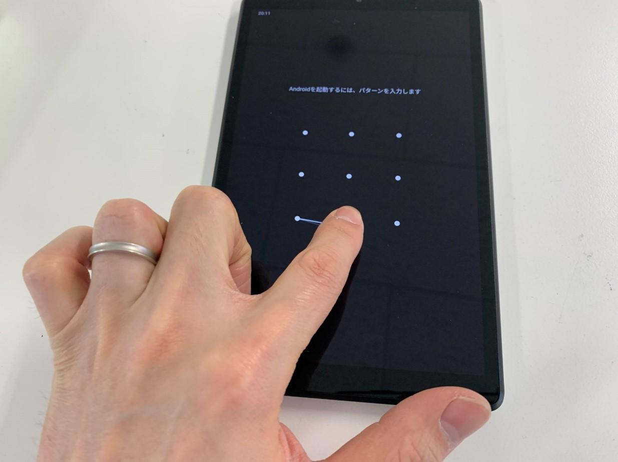 タッチ操作も出来る画面交換修理後のLenovoTab M8