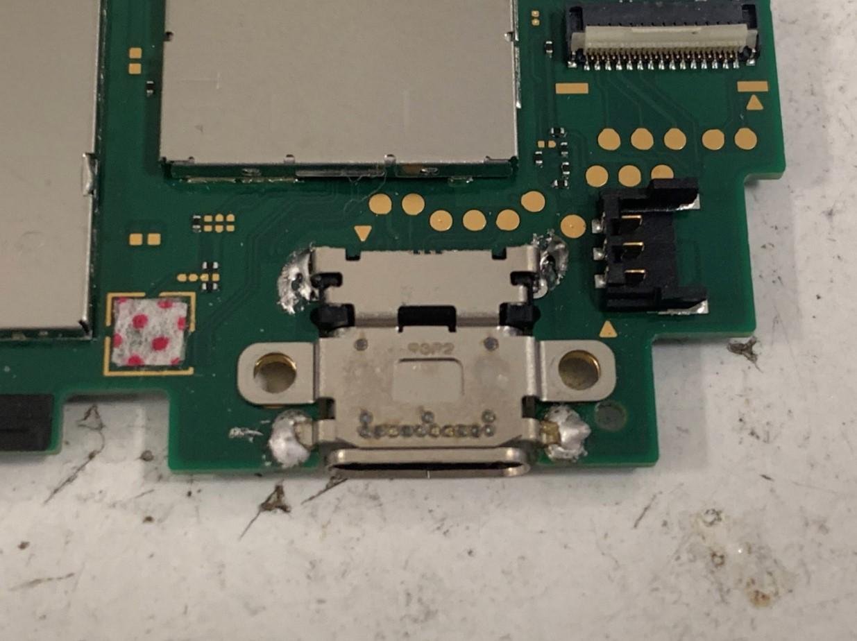 基板の表側に低温度はんだを足したSwitch Lite