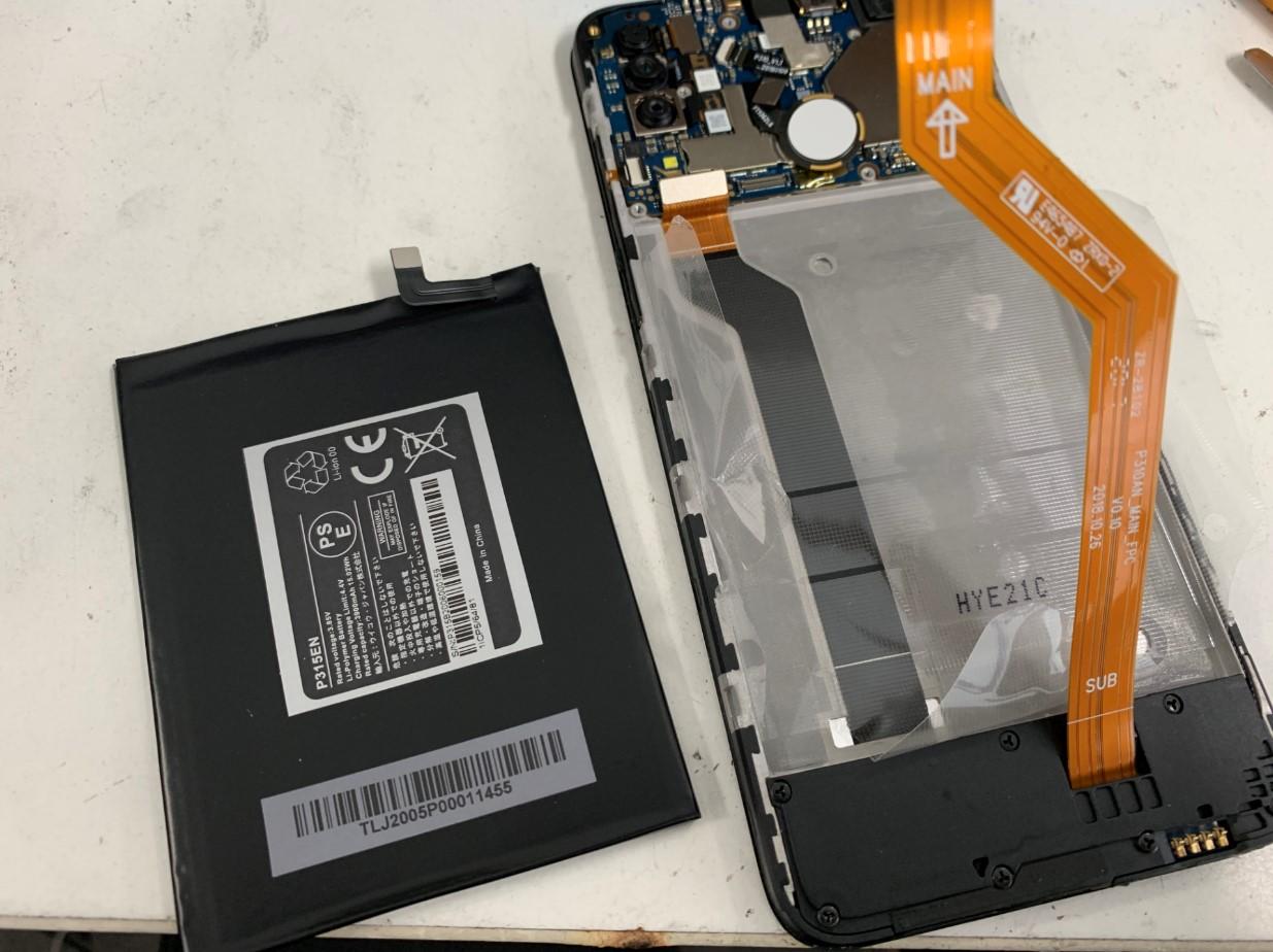 本体からバッテリーを取り出したTONE e20