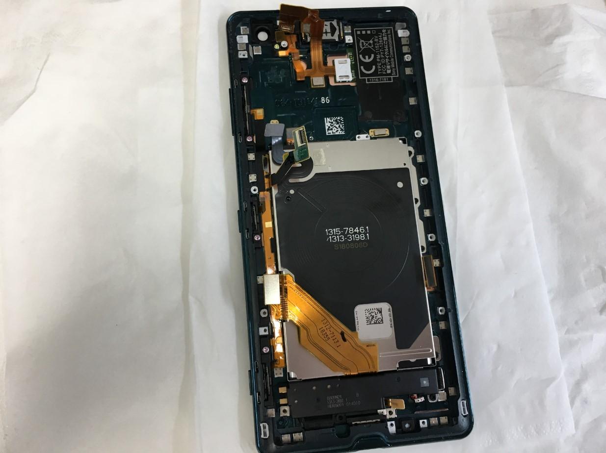 基板を取り出したXperiaXZ3