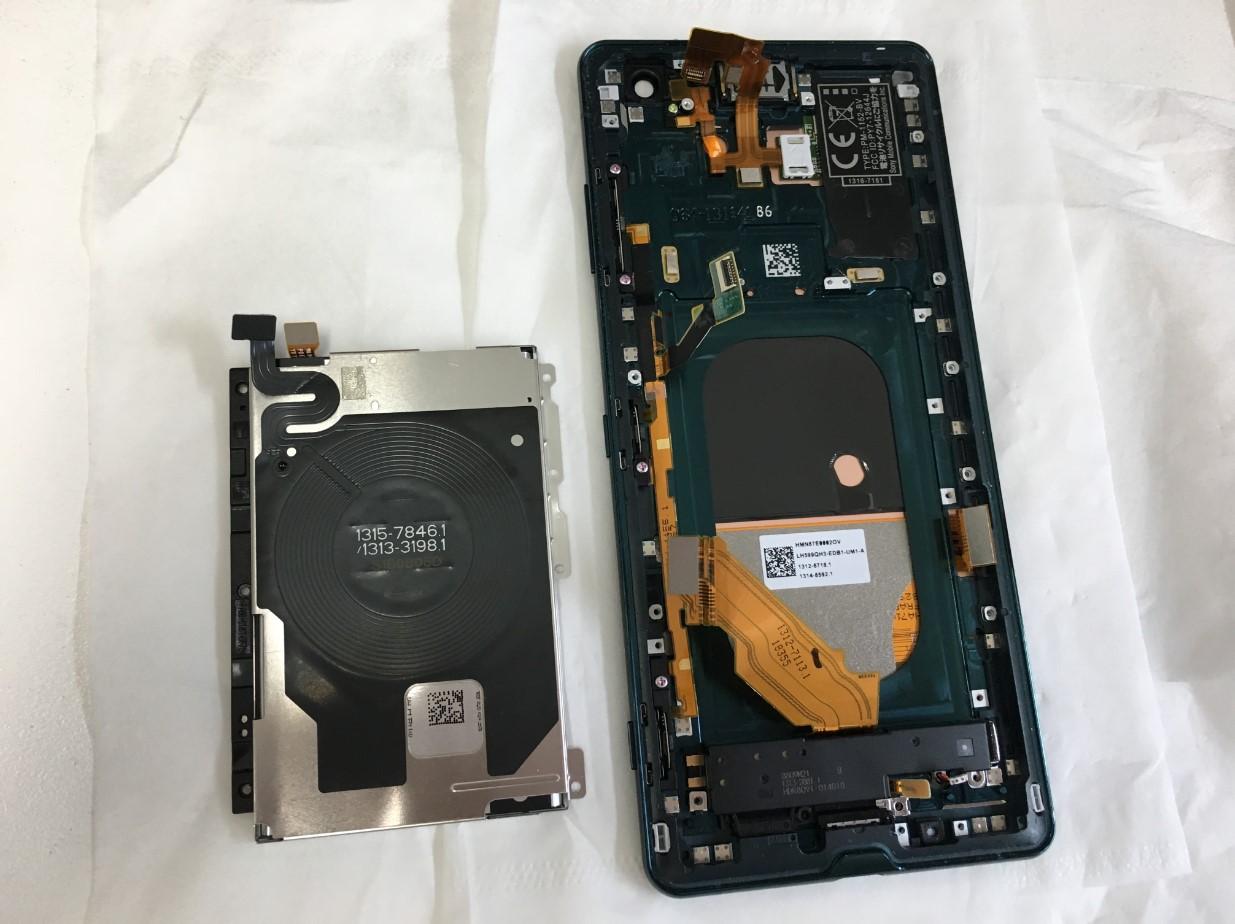 バッテリーを取り出したXperiaXZ3